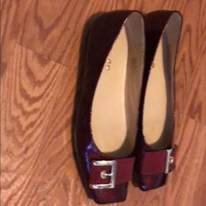 Me Too Niomi patent leather wine shoes size 9